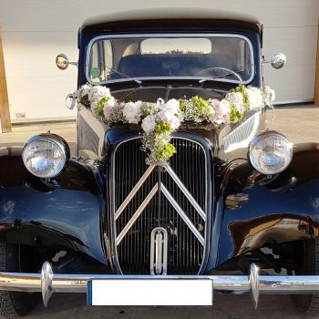 Blumendekoration-Auto-Oldtimer-Girlande