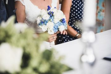Brautstrauss-blau-weiss-Hortensien