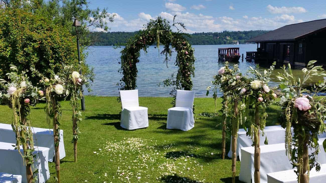 Freie-Zeremonie-Rosenbogen-Hochzeit-La-Villa